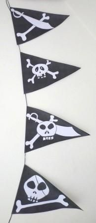 banderolle à télécharger Deco Pirate, Pirate Art, Pirate Theme, Pirate Halloween, Halloween Crafts, Decoration Pirate, Fairy Tale Crafts, Castle Party, Diy And Crafts