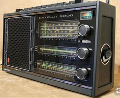 Grundig satellit 2100 --> Awesome link in description! Ham Radio Equipment, Audio Equipment, Case Mods, Radio Amateur, Poste Radio, Phone Sounds, World Radio, Radio Wave, Lps