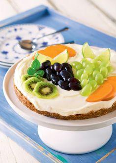 Pähkinä-viikunatorttu raakakakkupohjalla | K-ruoka #persimon Cheesecake, Desserts, Food, Cheesecake Cake, Tailgate Desserts, Deserts, Cheesecakes, Essen, Dessert