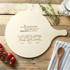 Du kennst einen stolzen Papa? Vielleicht sogar mit mehreren Kindern? Dann ist dieses Pizzabrett aus Holz mit Gravur für Väter genau das richtige Geschenk :) via: www.monsterzeug.de