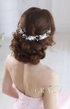 Bridal hairpiece Wedding hairpiece Bridal headband Bridal hair piece Bridal headpiece Wedding headpiece Wedding hair accessories Flower hair The size: length - 28cm (11) width - 4cm (1.6) A pretty flowers with clear crystals serves as the focal point of the entire composition. It is