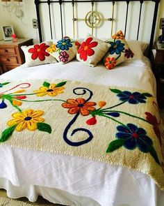 20 Color Embroidery Bed Wrap Cover and Pillow Models Mexican Embroidery, Silk Ribbon Embroidery, Crewel Embroidery, Hand Embroidery Designs, Embroidery Patterns, Mexican Bedroom, Bed Wrap, Bed Covers, Bed Spreads