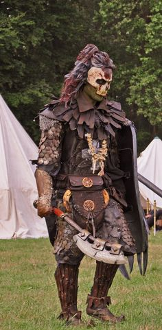 Conquest of mythodea 2010 ! My orc costume for that Larp. I made the costume/armor and the mask but not the axe and the shield. Fantasy Armor, Medieval Fantasy, Cosplay Armor, Cosplay Costumes, Apocalypse, Conquest Of Mythodea, Grandeur Nature, Armor Clothing, Armadura Medieval