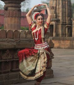 Fairs & Festivals in Odisha are a land of various dance, culture & traditions; Odisha automatically serves to be a land of festivals. Find more details about Orissa festivals visit our website. Dance Photography, Photography Women, Indian Music, Indian Art, Indian Classical Dance, Dance Poses, Girl Sketch, Dance Fashion, Dance Pictures