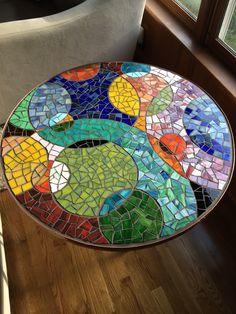 Round Mosaic End Table #Mosaic2015 #MosaicEndTable #MosaicDIY