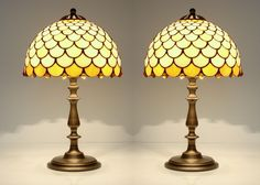 Pair of table lamps Lampshades made of stained glass and