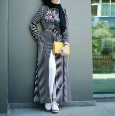 Open dress with jeans hijab style – Just Trendy Girls Hijab Style Dress, Casual Hijab Outfit, Hijab Chic, Arab Fashion, Islamic Fashion, Muslim Fashion, Mode Outfits, Chic Outfits, Fashion Outfits