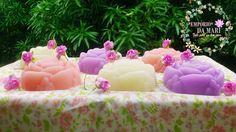 Sabonete artesanal feito com glicerina e extrato glicólico, com essência de rosas. <br>100g