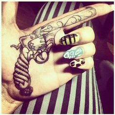 hand-gun-tattoo-for-girls.jpg 500×500 pixels