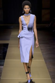 Yes we CANNES. Atelier Versace Fall 2016 Couture Fashion Show - Lineisy Montero (Next)