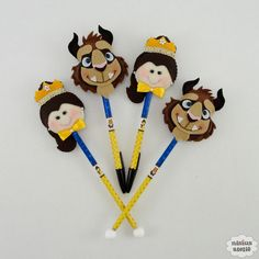 Ponteira de lápis ou caneta decorada com a personagem da Bela ou da Fera.