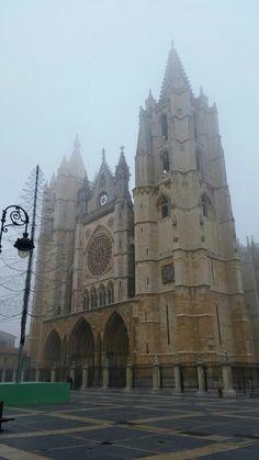 #catedraldeleon #niebla #catedral #cathedral #niebla #fog #fotochula