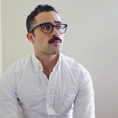 Handsome Young Man with Glasses and Moustache. Mustache Styles, Beard No Mustache, Moustache Ride, Look Fashion, Mens Fashion, Male Pattern Baldness, Outfits Hombre, Moustaches, Hair And Beard Styles