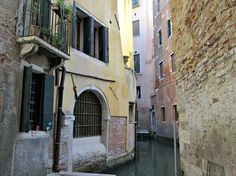 """During the summer, we were asked repeatedly howfirst-time travelerscan prepare their visit toVenice. Useful """"things"""" to knowabout Venice. Here's our collection of answers, but…"""
