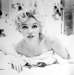 Luxurious glitter and glamour Marilyn Monroe
