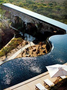 Marcel Marongiu, el hombre que ha diseñado esta gran piscina...