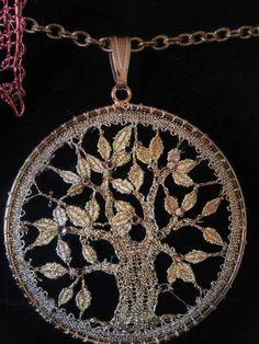 Lace Necklace, Lace Jewelry, Diy Jewelry, Needle Tatting, Needle Lace, Lace Art, Bobbin Lace Patterns, Lacemaking, Yarn Crafts