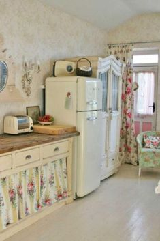 Awesome Cottage Shabby Chic Decorating Ideas 09 Shabby Chic Mode, Cocina Shabby Chic, Shabby Chic Bedrooms, Shabby Chic Cottage, Vintage Shabby Chic, Rose Cottage, Cottage Style, Cottage Design, Cottage Living