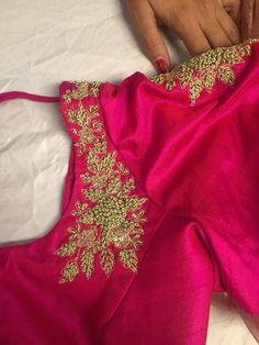 pink and gold blouse with embroidery Simple Blouse Designs, Saree Blouse Neck Designs, Bridal Blouse Designs, Designer Blouse Patterns, Blouse Models, Work Blouse, Embroidery Designs, Embroidery Blouses, Creative Embroidery
