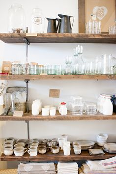 On s'inspire de cette étagère pour ranger sa vaisselle !