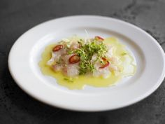 Capaccio aus Fisch mit Chili und Kresse ist ein Rezept mit frischen Zutaten aus der Kategorie Fisch. Probieren Sie dieses und weitere Rezepte von EAT SMARTER!