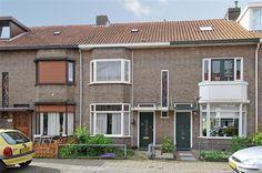 Te koop: Beukstraat 11, Breda - Hendriks Makelaardij - Op een fraaie locatie gelegen sfeervolle karakteristieke jaren '30 woning met diverse authentieke elementen. Met modernisering dient u rekening te houden. De Beukstraat is gelegen in de wijk Tuinzigt, een van de oudere en authentieke wijken van de stad Breda. Kenmerkend door diverse karakteristieke woningen. Het gezellige, sfeervolle en bruisende stadscentrum van Breda is op steenworp afstand.