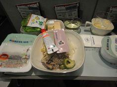 今回のハワイ旅程は大韓航空機 機内食に「ビビンバ」があると聞き楽しみに 品切れになる事もあるとか、今回はありました  2013/11/29