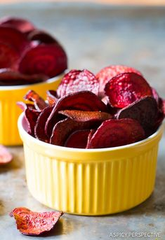 The absolute best Oven Baked Beet Chips Recipe you'll ever try. We share a baked veggie chips secret that makes this recipe crispy and flavorful! Baked Beet Chips, Beet Recipes, Snack Recipes, Cooking Recipes, Vegetarian Recipes, Roasting Beets In Oven, Homemade Chips, Veggie Chips, Gastronomia