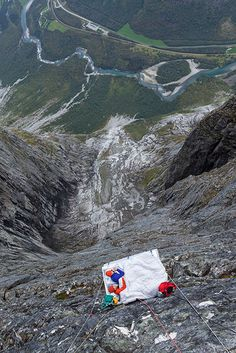 How did we get a Wonderland bed up to the Trollwall massif? See photos from the rigging of the bed. A perfect day in Wonderland! Wonderland, Bed Photos, A Perfect Day, Mount Everest, Beds, Mountains, Nature, Travel, Naturaleza