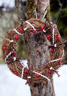Kranssi Sk 11-12/12. Christmas Time, Christmas Wreaths, Grapevine Wreath, Grape Vines, Rustic, Holiday Decor, Inspiration, Home Decor, Xmas