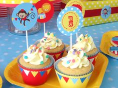 Plim Plim children's theme party - Celebrat : Home of Celebration, Events to Celebrate, Wishes, Gifts ideas and more ! Birthday Sweets, Party Sweets, Carnival Birthday, Party Cakes, Pastel Cupcakes, Cupcakes Decorados, Circo Vintage, Party Decoration, Vintage Party