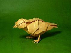 """RECICLAGEM DE PAPEL - ARTE DO ORIGAMI - Origami (de oru que significa """"dobragem"""", e kami """"papel"""") é a arte tradicional japonesa de dobragem de papel. O objectivo desta arte é a de criar a representação de um objecto utilizando dobragens geométricas ou amarrotado, preferencialmente sem cortar o papel ou uso de cola, numa única folha de papel."""