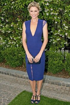 Julie Bowen's Best Red Carpet Looks - Us Weekly Julie Bowen Modern Family, Julie Benz, Brian Atwood Shoes, Blonde Beauty, Red Carpet Looks, Celebrity Style, Cool Outfits, Dresses For Work, Celebs