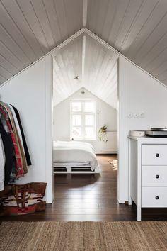 Witte zolder - Makeupyourhome | Pinterest - Zolder, Zolderkamer en ...