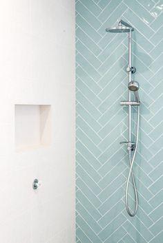 Douche de rail multifonctionnelle de Caroma Urbane avec le dessus #BathroomToilets - #Avec #BathroomToilets #Caroma #de #dessus #douche #le #multifonctionnelle #rail #Urbane