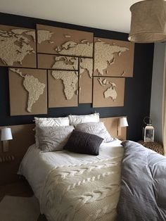 Map monde en laine tendue et toile de jute
