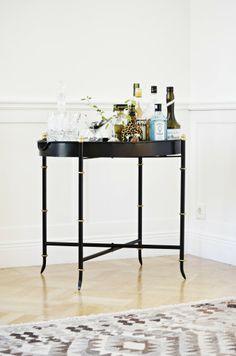Sidobord från Åhléns, 799 kr Pub Set, Table Settings, Living Room, Interior Design, Inspiration, Furniture, Bar Cart, Home Decor, Rum