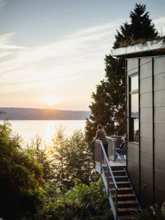 A dreamy Whidbey Island cabin (complete with green roof).