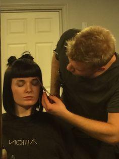 Prosta grzywka wydaje się prosta do osiągnięcia. Ale tak naprawdę, nie jest wcale taka prosta na jaką wygląda.  Szkolenie z technik strzyżenia w Akademii Allilon w Londynie dla polskich stylistów Davines #davines #allilon #fryzjerzy #wlosy #londyn #haircut #grzywka