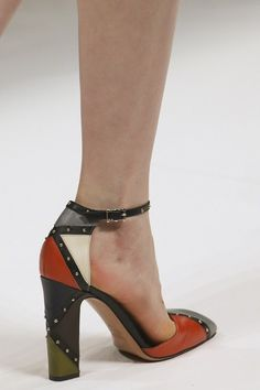 Reminds me of shoes my Mom would wear ~ Thats a good thing...My Mom has really good taste...