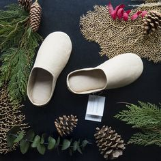A pair of room shoes is an essential part of every Japanese home. This minimalist version is made from Sasawashi fabric, a pill-free fabric that effortlessly absorbs moisture and odours from the skin. The perfect unisex gift for anyone on your list. #villagespas Unique luxurious gifts and Gift ideas. Find the perfect gift online. Shop for spa gifts www.shopvillagespas.com #gifts #spagifts Going Barefoot, Unisex Gifts, Relaxing Day, Spa Gifts, Online Gifts, Deodorant, Simple Designs, Heeled Mules, Camel