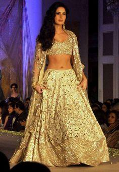 Katrina Kaif, Aditya Roy Kapoor are perfect show stoppers for Manish Malhotra . Katrina Kaif und A Indian Lehenga, Indian Bollywood, Lehenga Choli, Bollywood Fashion, Lehenga Blouse, Bollywood Saree, Indian Wedding Outfits, Bridal Outfits, Indian Attire