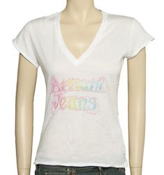 Armani Ladies Armani White V-Neck T-Shirt V-neck. Epaulettes with button fastening. Capped sleeves. Shiny Armani Jeans label to left breast. Small Armani label to back left side. Material - !!!! http://www.comparestoreprices.co.uk/t-shirts/armani-ladies-armani-white-v-neck-t-shirt.asp