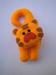 ornament craft: felt toy and gift | make handmade, crochet, craft
