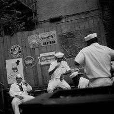 Seeleute an Rudy's Bar, Hell's Kitchen, New York City