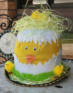 Easter is just around the corner and I know many of you are trying to find easter bonnet or easter hat ideas. Unfortunately the school my kids attend doesn't Easter Bonnets For Boys, Easter Bunny, Easter Eggs, Easter Chick, Easter Crafts, Crafts For Kids, Easter Ideas, Easter Hat Parade, Diy Ostern