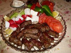 Voici une recette Cevapcici (cevapi), ces rouleaux de viande hachée épicée qui sont très populaire en ex Yougoslavie surtout en Croatie, Bosnie et Serbie.