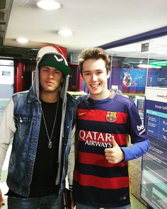 Neymar with a fan yesterday ❤️ Love You Babe, My Love, World Cup 2014, Neymar Jr, Best Player, Soccer Players, Fc Barcelona, Perfect Man, Bellisima