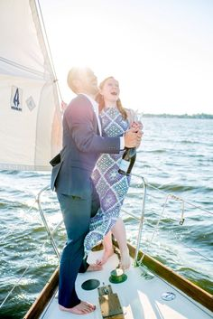 popping bubbly on a sailboat for your engagement session || Hannah Leigh Photography