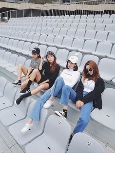 Gli Arcani Supremi (Vox clamantis in deserto - Gothian): Denim trendy outfits for 2018 and 2019 Korea Fashion, Fashion Week, Asian Fashion, Look Fashion, Girl Fashion, Fashion Trends, Fashion Beauty, Moda Ulzzang, Ulzzang Girl